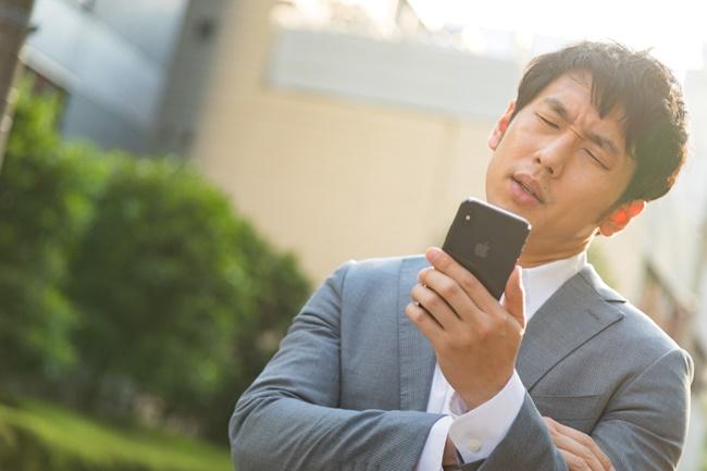 カシュミオカジノ対応の遅さに困る男性画像